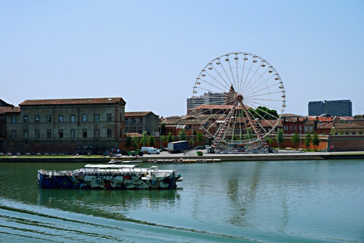 Wheel over the Garonne river - How to spend 24 Hours in Toulouse