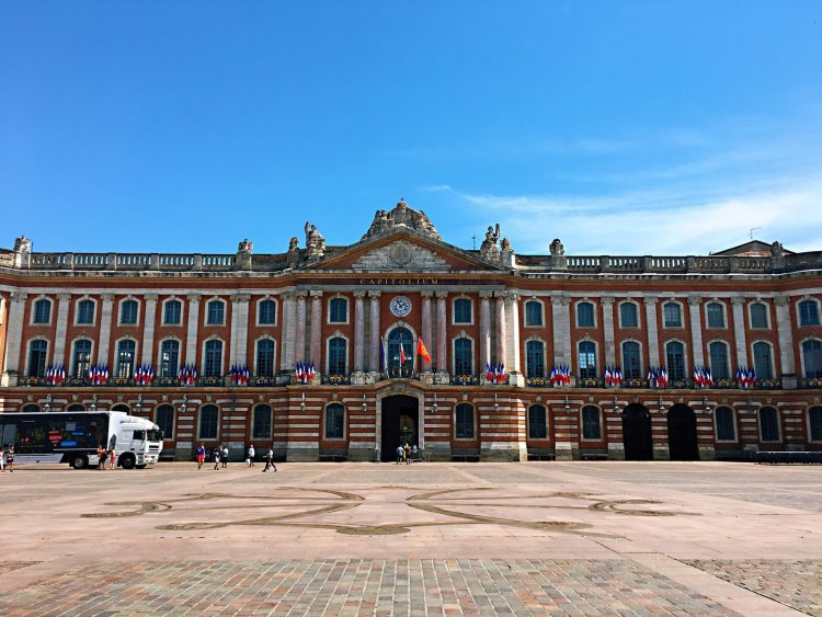 PLace du Capitole - Toulouse travel guide
