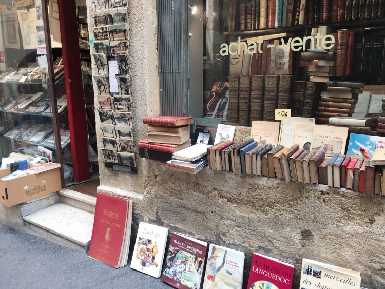 Books lying on floor outside bookstore - Visit Occitanie