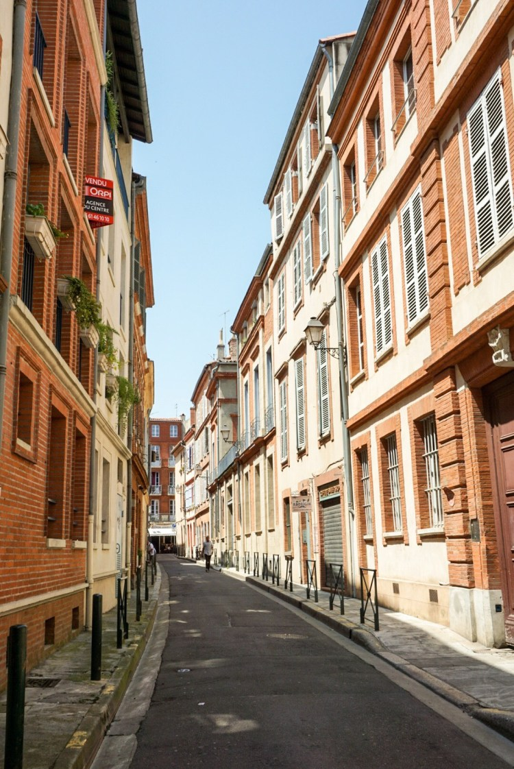 Coloured pretty streets - Toulouse travel guide