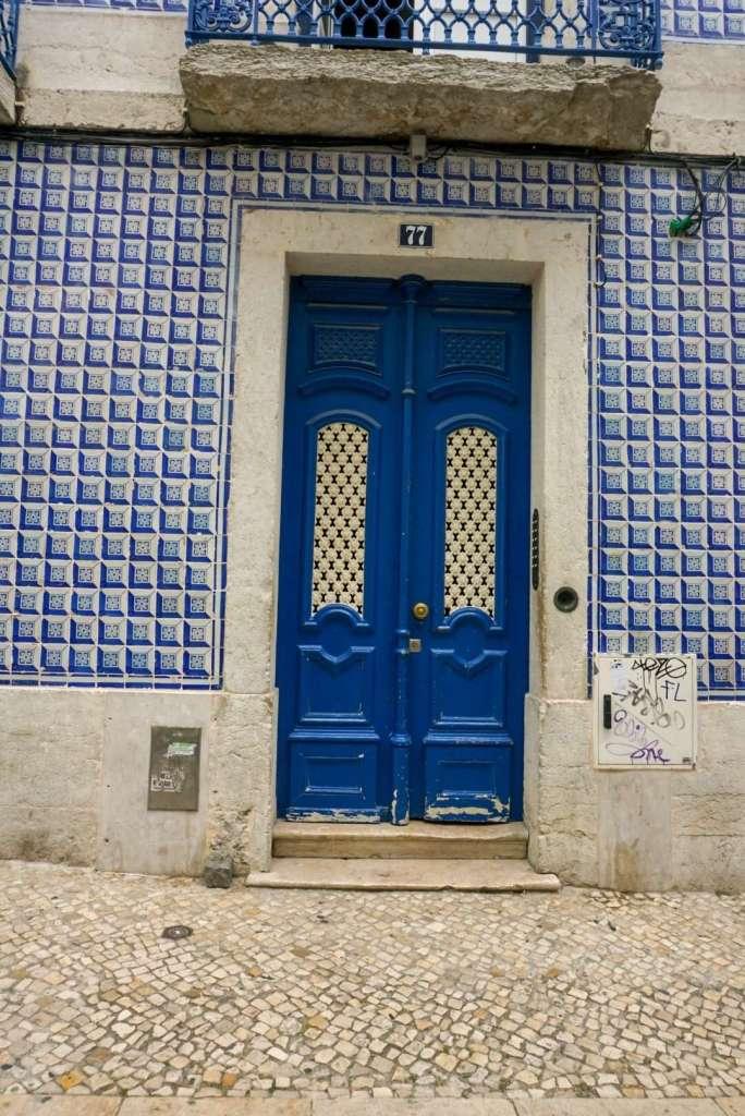 Blue door in Lisbon - 3 days in Lisbon