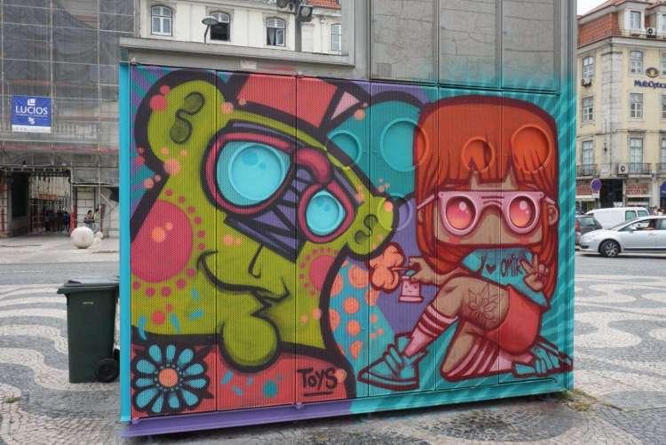 Green Bear art in Rossio - 3 day in Lisbon