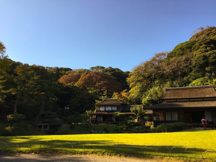 Sankeien Garden in Yokohama is one of the best attraction the city has to offer: a beautiful natural-style garden full of old cultural, traditional and architectural treasures. #Yokohama #Japan #Garden
