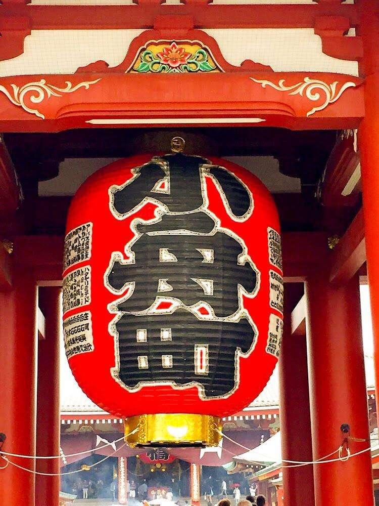 Thins to do in Asakusa? Admire Kaminarimon