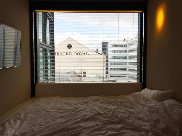 Looking for an accommodation in Glasgow? CitizenM Hotel Glasgow might just be what you are looking for: affordable luxury, speedy check in. modern rooms...