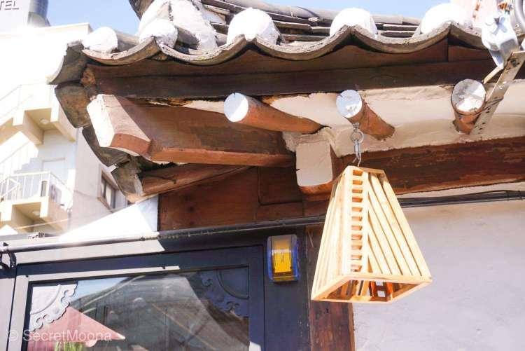 Hanok roof details, Ikseondong