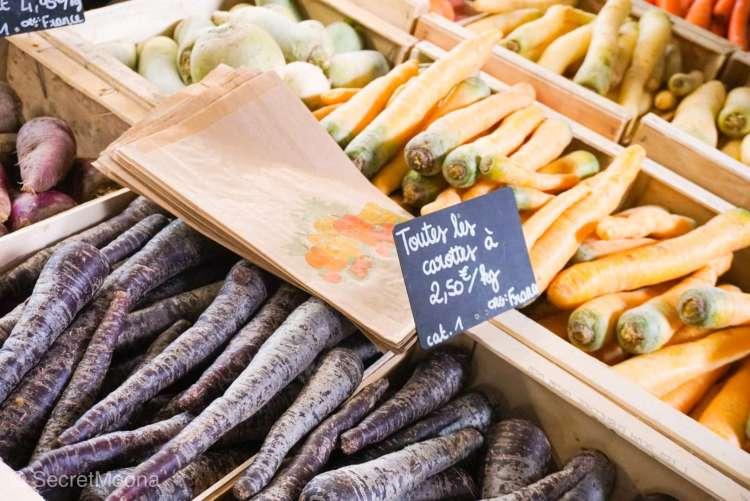 Selection of carrots t Marche des Capucins