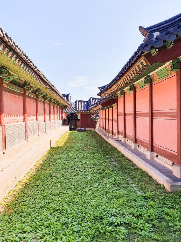 Colourful walls, Gyeongbokgung Palace, South Korea Itinerary