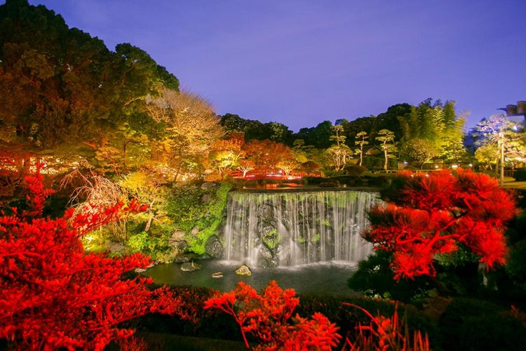 Hotel New Otani Garden in Tokyo, Japan with red leaves surrounding a lake