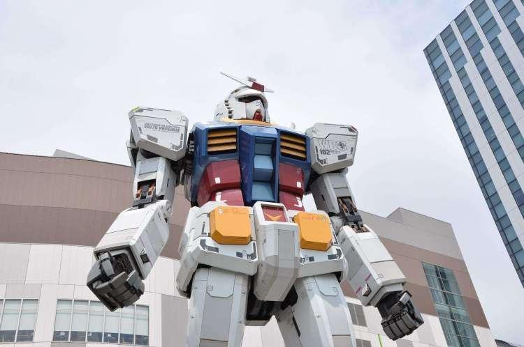 Life-Sized Unicorn Gundam Statue in Odaiba Tokyo