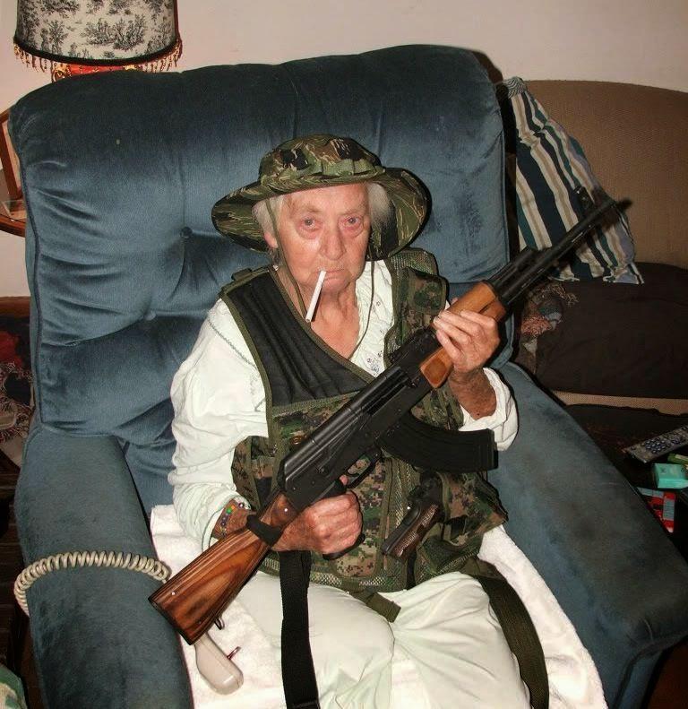aa A 86 ans, cette française est partie se battre contre l'État Islamique et a tué plus de 250 djihadistes