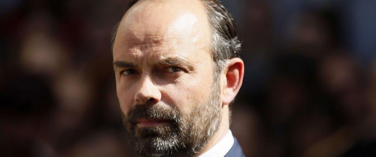 Suspecté de radicalisation, Édouard Philippe refuse de raser sa barbe malgré les injonctions de Macron
