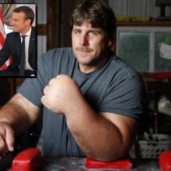 """Le secret de la poigne de Macron ? Son entraînement avec Jeff """"Popeye"""" le champion de bras de fer"""