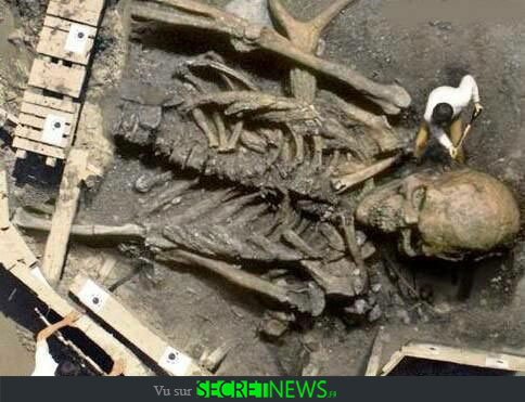 geant-nephilim-giant-photoshop-fake-hoax-4 Les géants et les nephilims ont existé  ! Ces photos du FBI déclassifiées par erreur le prouvent