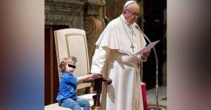 Le Pape François vend aux enchères des enfants trisomiques à des prêtres pédophiles