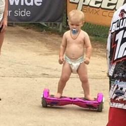 Un jeune Marseillais de 2 ans et demi devient champion du monde de figures en Hoverboard