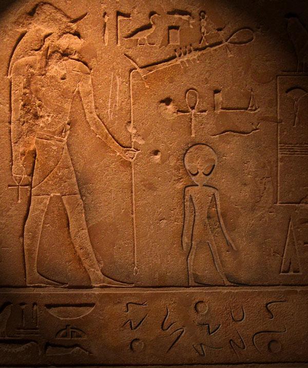 extraterrestre-hieroglyphe-egypte-egyptien-kheops-aliens Khéops : des extraterrestres découverts sur de mystérieux hiéroglyphes égyptiens