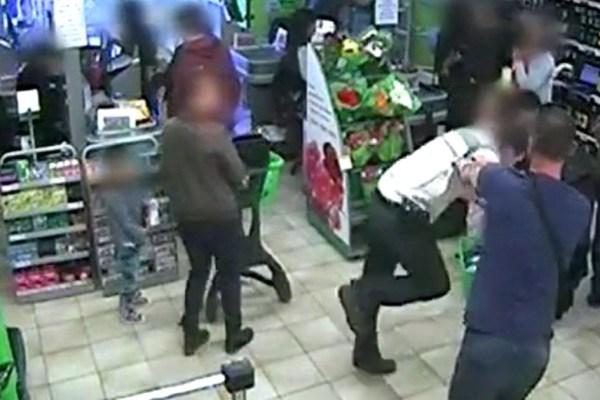Un sans-papier poursuit un voleur dans un super marché, il est reçu a l'Élysée et promu vigile
