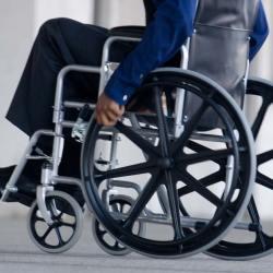"""Macron : """"La majorité des bénéficiaires d'Allocations Handicapés restent invalides malgré les aides sociales"""""""