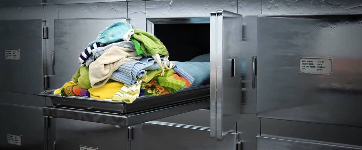 Les vêtements des morts récupérés à la morgue pour habiller les SDF
