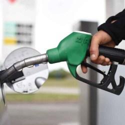 Hausse du carburant :  le gouvernement va réduire la taille des réservoirs pour qu'un plein d'essence coûte moins cher