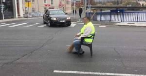 ACTE 6 – Les Gilets Jaunes restants bloqueront le rond-point à l'entrée du Cheylard en Ardèche