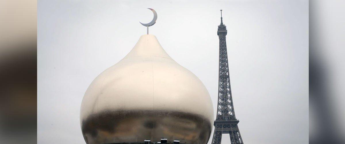 Grand Remplacement : la Tour Eiffel diffusera l'appel à la prière du vendredi