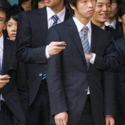 Des japonais de Fukushima  offrent leur troisième main aux gilets jaunes qui en ont perdu une