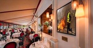 Réouverture du Fouquet's : les Gilets Jaunes à l'honneur sur le mur des célébrités