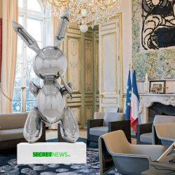 Le lapin de Jeff Koons acheté par Brigitte Macron pour décorer l'Élysée