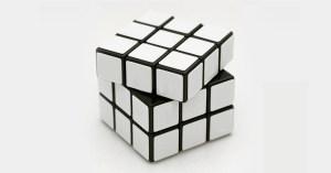 Il invente le Rubik's Cube monochrome pour les cons, et devient millionnaire en une semaine