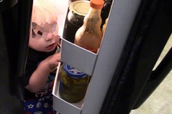 Canicule : la police sauve un enfant enfermé dans le frigo par sa mère qui voulait le rafraîchir