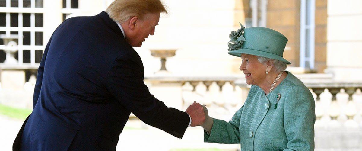 """""""J'ai toujours été fan de Queen"""": Trump félicite Elisabeth II pour """"Bohemian Rhapsody"""""""