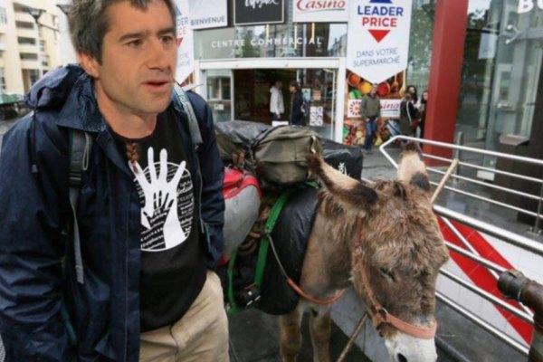 François Ruffin annonce qu'il ne circulera plus qu'à dos d'âne