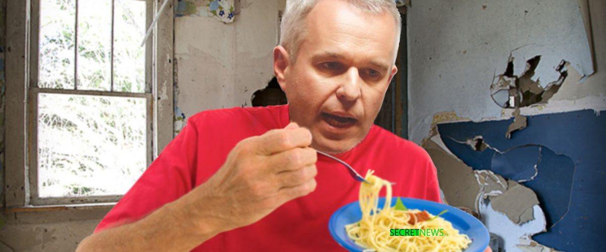 François de Rugy s'excuse en mangeant des coquillettes au beurre avec du vin en cubi