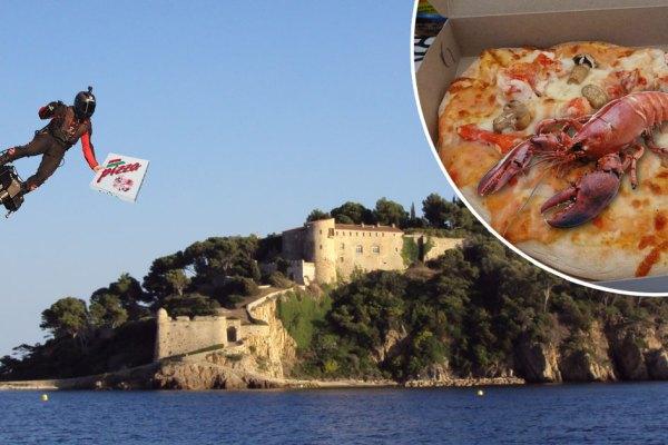 Brégançon : les Macron se font livrer des pizzas au homard par Franky Zapata