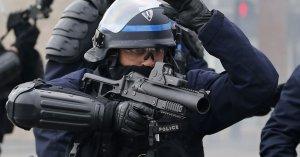Couvre-feu : les policiers pourront utiliser des LBD et des grenades de désencerclement