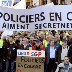 Marche de la colère : 22 000 manifestants selon la police, 2 000 selon la police