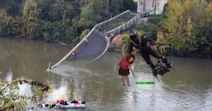 Pont effondré à Mirepoix : Franky Zapata aide les habitants à traverser