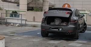 Les conducteurs de Porsche enfin autorisés à se garer sur deux places handicapés