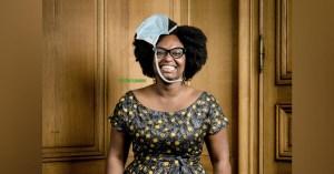 """""""J'y suis presque !"""" : Sibeth Ndiaye profite du confinement pour apprendre à mettre un masque"""