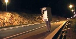 Déguisé en radar automatique, Rémi Gaillard a été incendié par des gilets jaunes