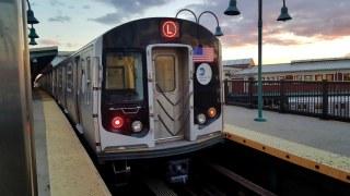 R160_L_train_@_Broadway_Junction-3
