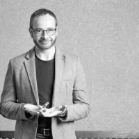 """Antonio Praena: """"Concibo la poesía como un voto de escucha"""""""