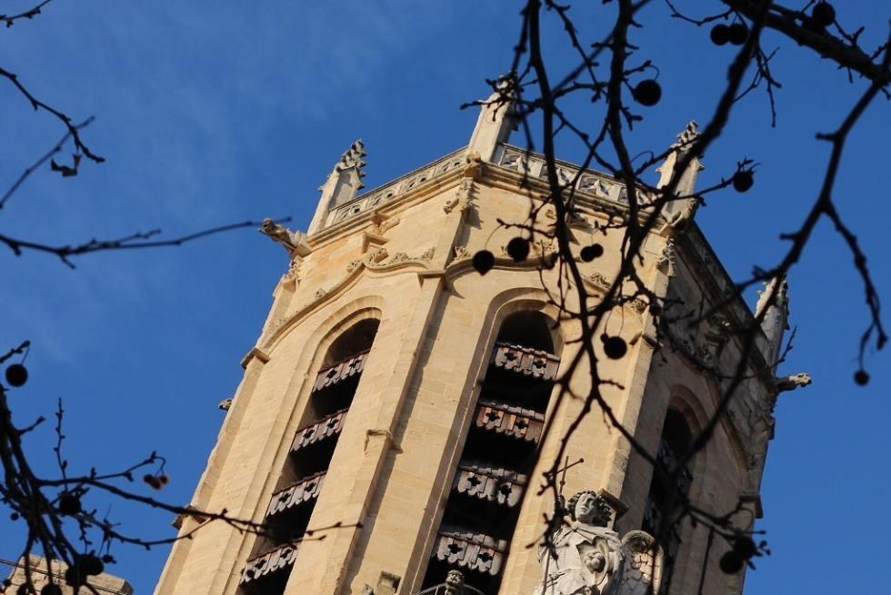 le haut de la cathédrale d'Aix-en-Provence, lieu incontournable de la ville