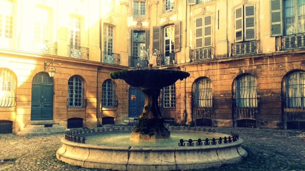 Place d'Albertas et sa fontaine