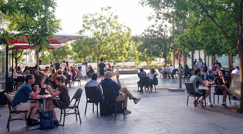 Outdoor dining Paris
