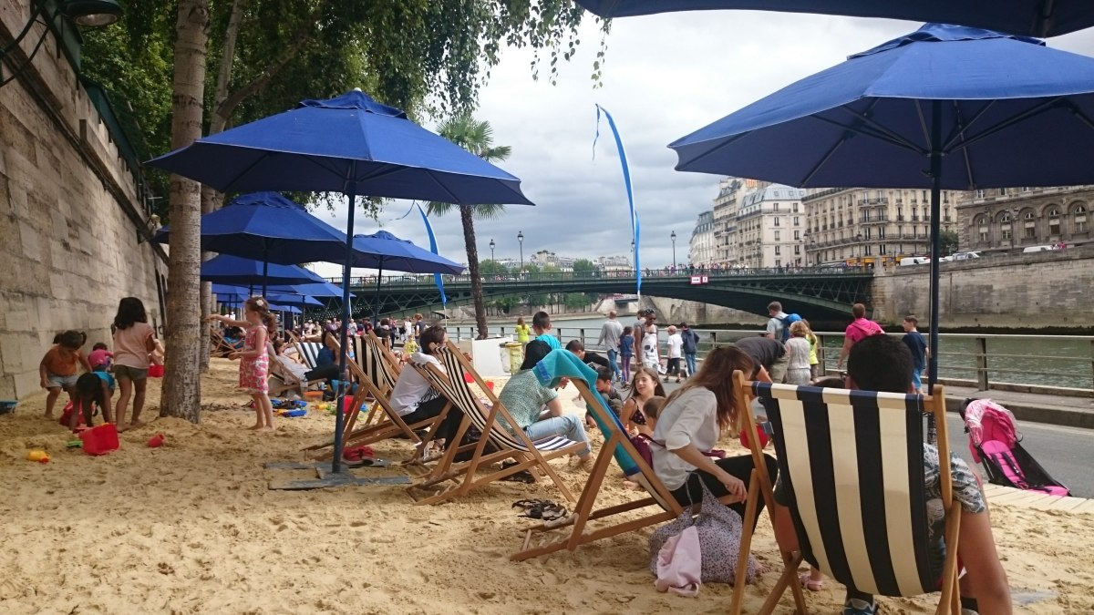 crowded Paris Plade