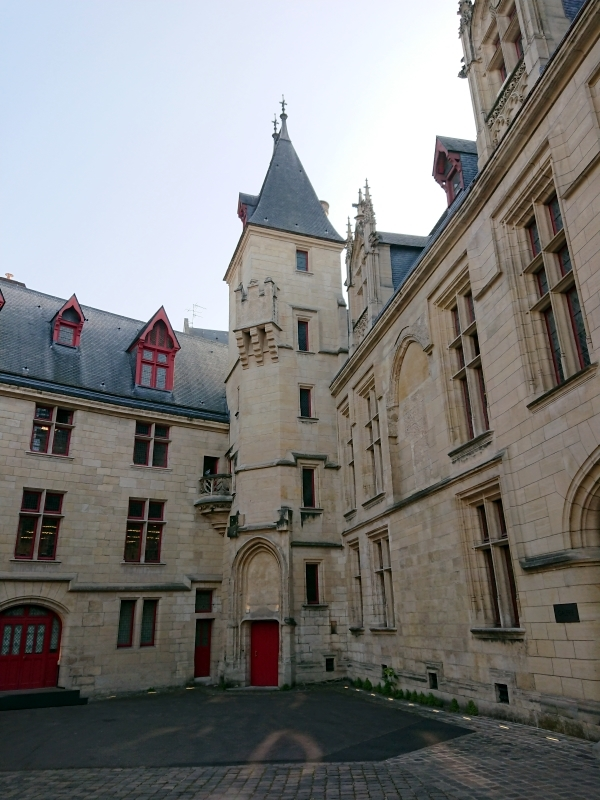 Courtyard of the Hôtel du Sens