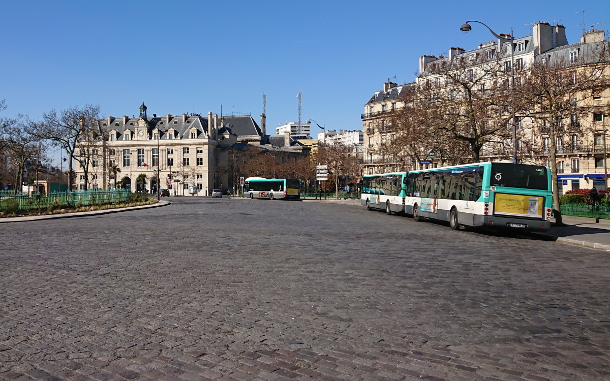 bus at Place d'Italie